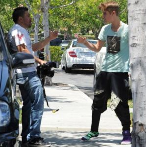 Justin Bieber scuffles with paparazzi