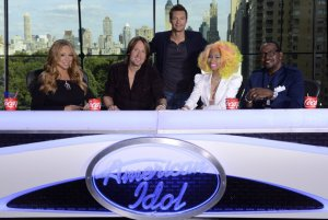 American Idol host Ryan Seacrest, center, poses with judges, from left, Mariah Carey, Keith Urban, Nicki Minaj and Randy Jackson