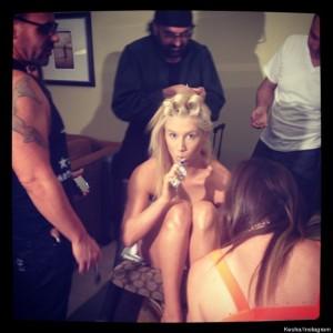 KE$HA tweets nude photo!