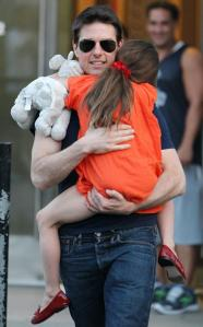 Tom Cruise holds his daughter Suri