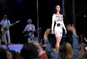 Katy Perry performs at Obama rally in Las Vegas